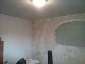 bedroom wall with arch on but walls white